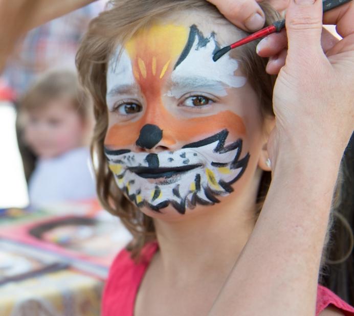 Marco Schilling 28.06.2015 OZU Wald-Michelbach / Jugendtreff / Kinderjahrmarkt / Bild: Kinderschminken