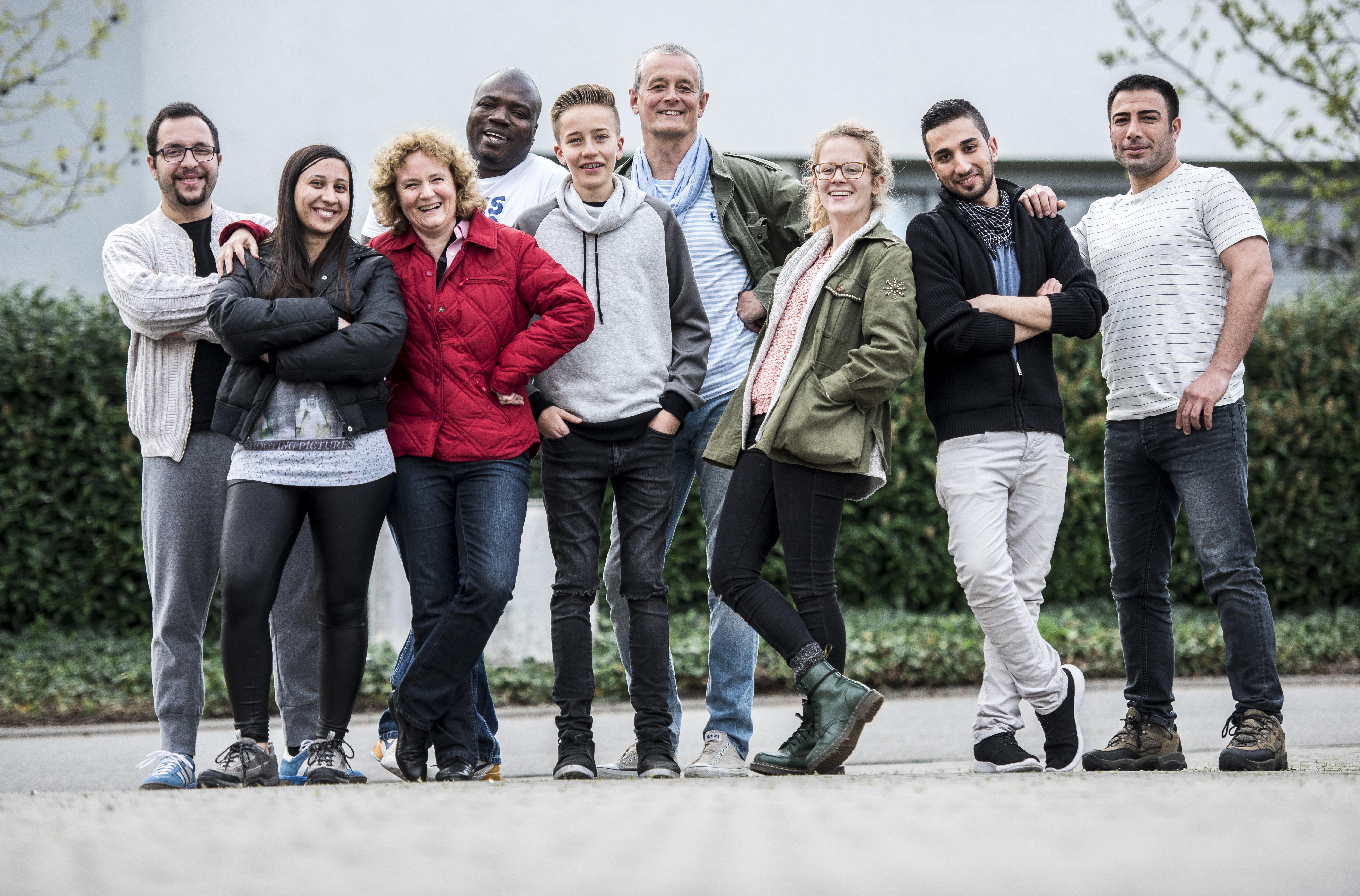 Bild: Scheuber 24.04.2016 / 24_04_2016 / WNL Weinheim Waid: GUPS-Hotel, Probe der Refugee-Band, BILD von der kompletten Band für SLK, Stadt Land Kind. Instrumente, Gitarre, Band.
