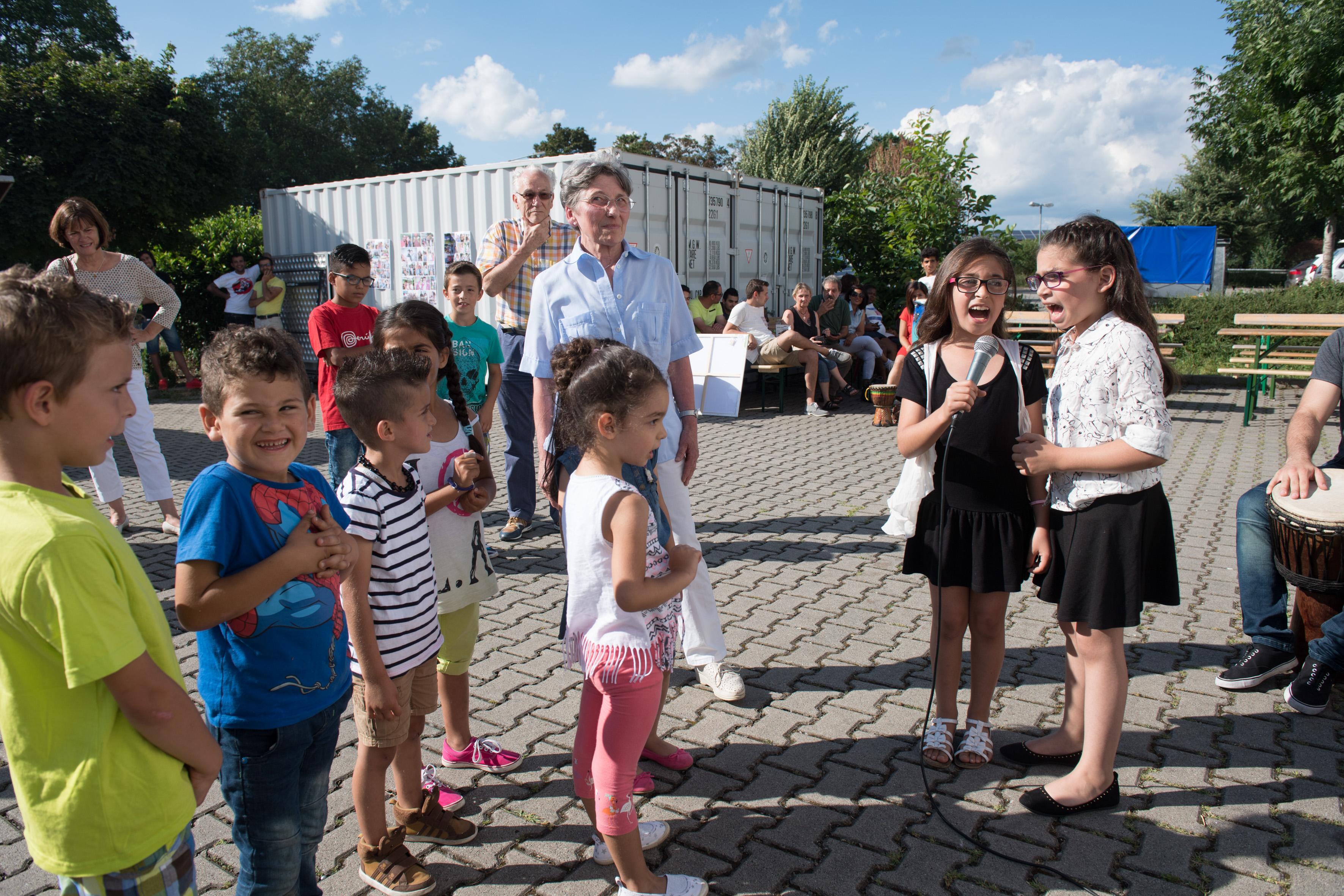 Marco Schilling 29.07.2016 WNL Weinheim Lützelsachsen - Waid / World-Café am GUPS-Hotel feiert Einjähriges / Bild: Flüchtlings-Kinderchor