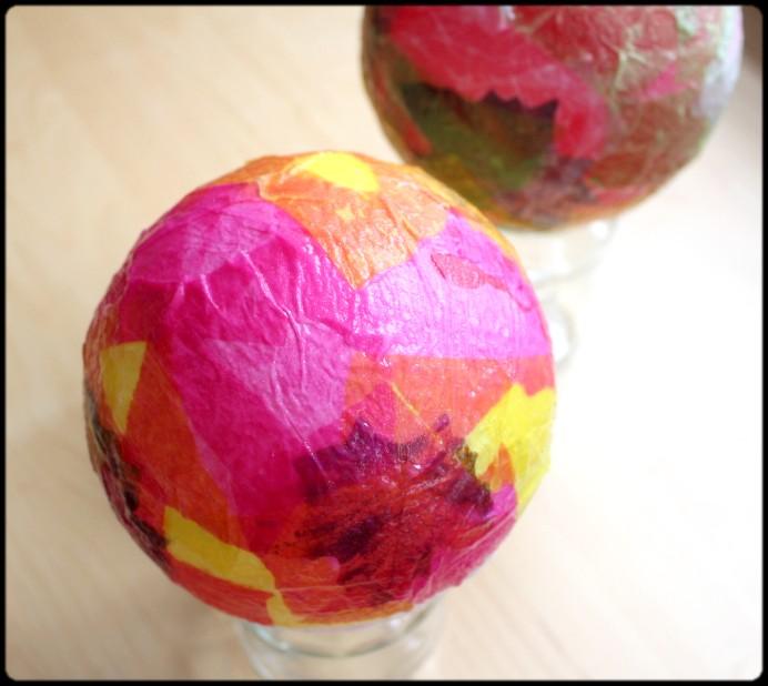 4. Schritt Papier auf Ballon kleben DIY (2)