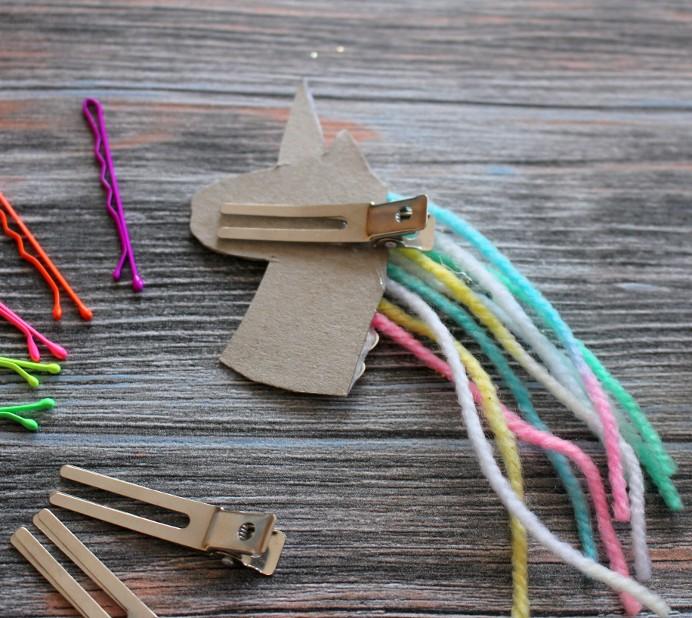 5. Schritt Einhorn DIY Unicron Rainbow Haarklammer hinter kleben (2)