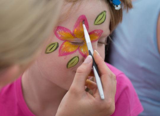 Marco Schilling 28.06.2015 OZD BIGO / Gorxheimertal /Brückenfest Brueckenfest auf dem Germaid-Fitz-Platz / Bild: Kinderschminken