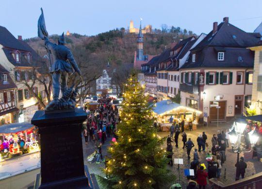 WNL . PR . Philipp Reimer . 03.12.2016 . 03_12_2016  . WEINHEIM . Marktplatz und drumherum, Eröffnung Weihnachtsmarkt, schöne, weihnachtliche, glühende, glänzende Bilder .